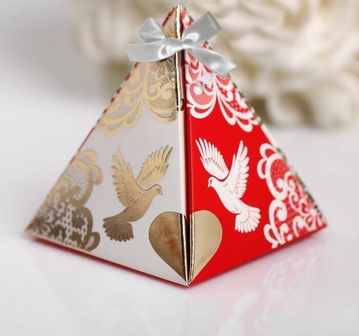Бонбоньерка для гостей (пирамидка красная)