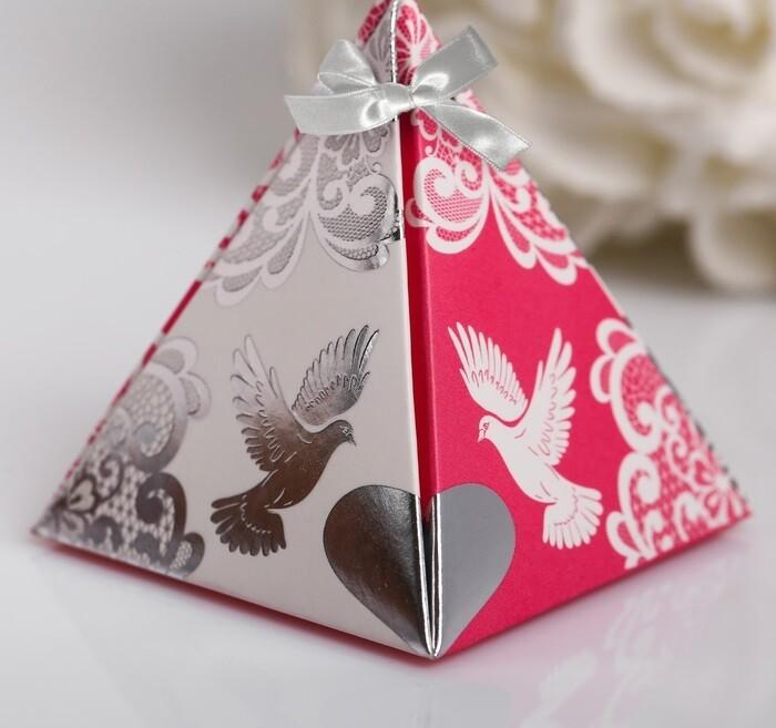 Бонбоньерка для гостей (пирамидка розовая)