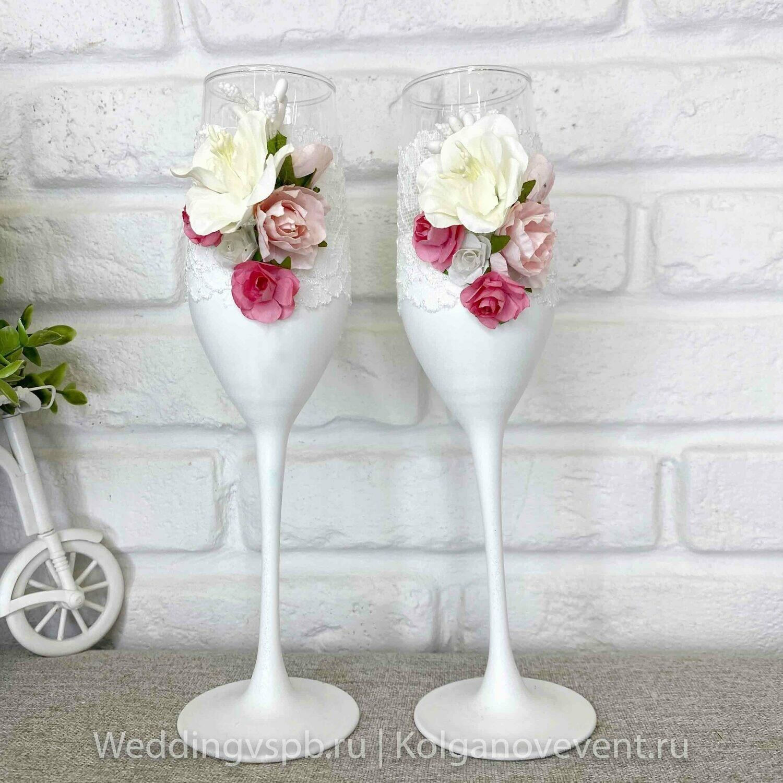 Свадебные бокалы ручной работы (белая ножка, цветы)