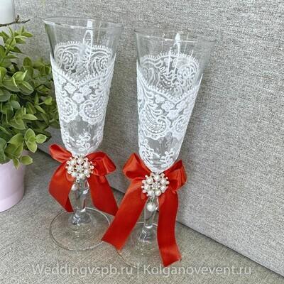 Бокалы (богемское стекло,кружево,красный бант)