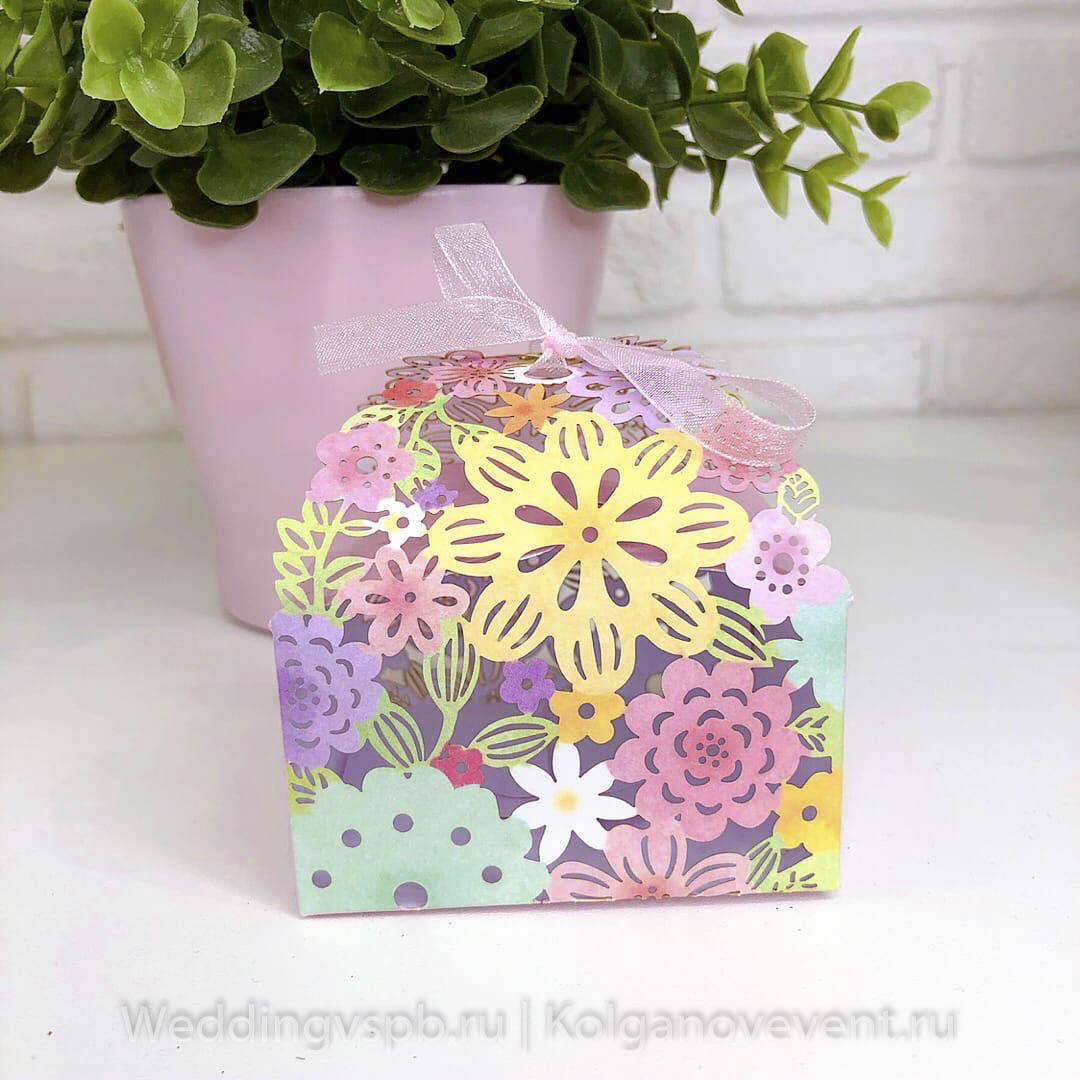 Бонбоньерка для гостей (розовая с цветочками)