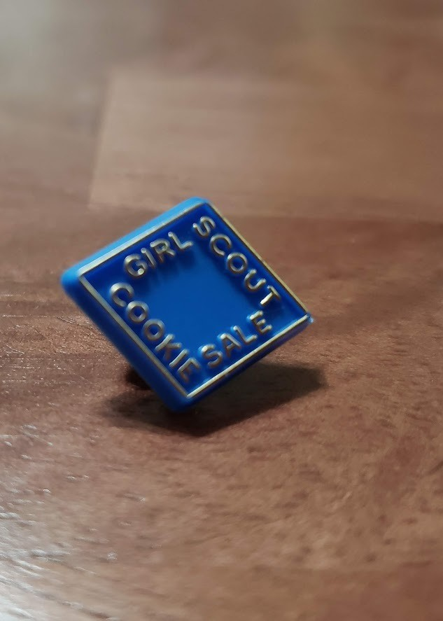 1999 Plastic Blue Cookie Pin