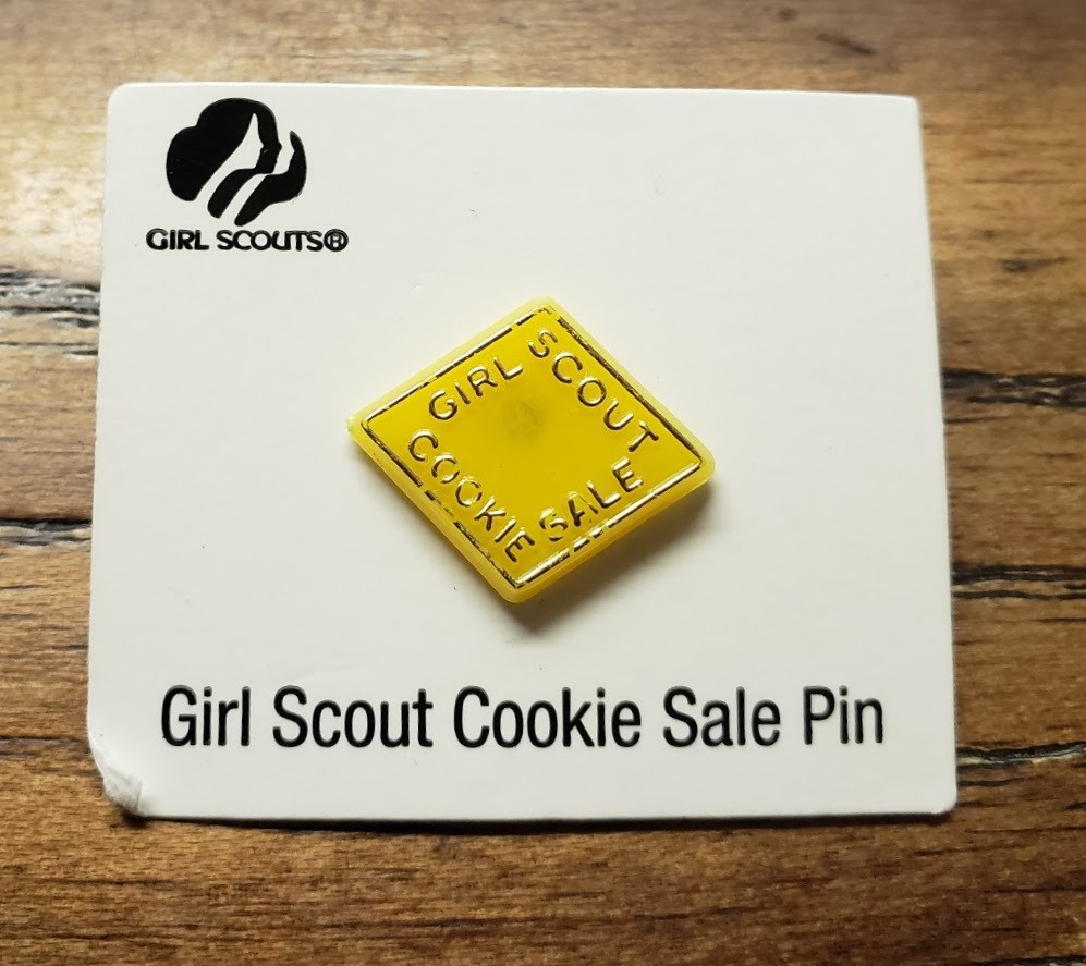 2000 Yellow Plastic Cookie Pin