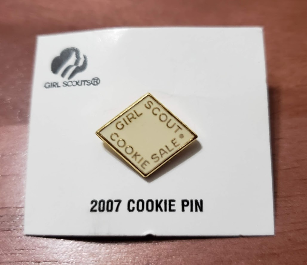 2007 White Metal Cookie Pin