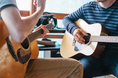 Uma aula de violão comigo! (Em minha casa em São Paulo ou via Skype)