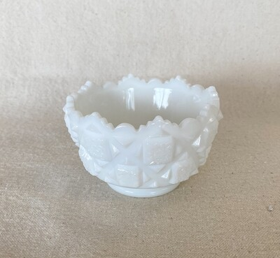 Westmoreland Old Quilt Milk Glass Small Fruit/Dessert Bowl