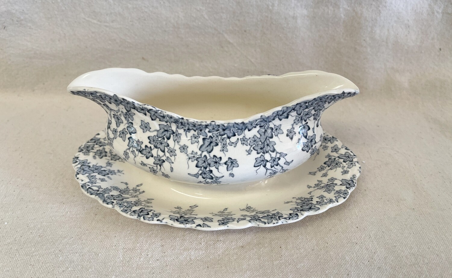 """CROWN DUCAL """"Early English Ivy"""" Blue Gravy Boat"""