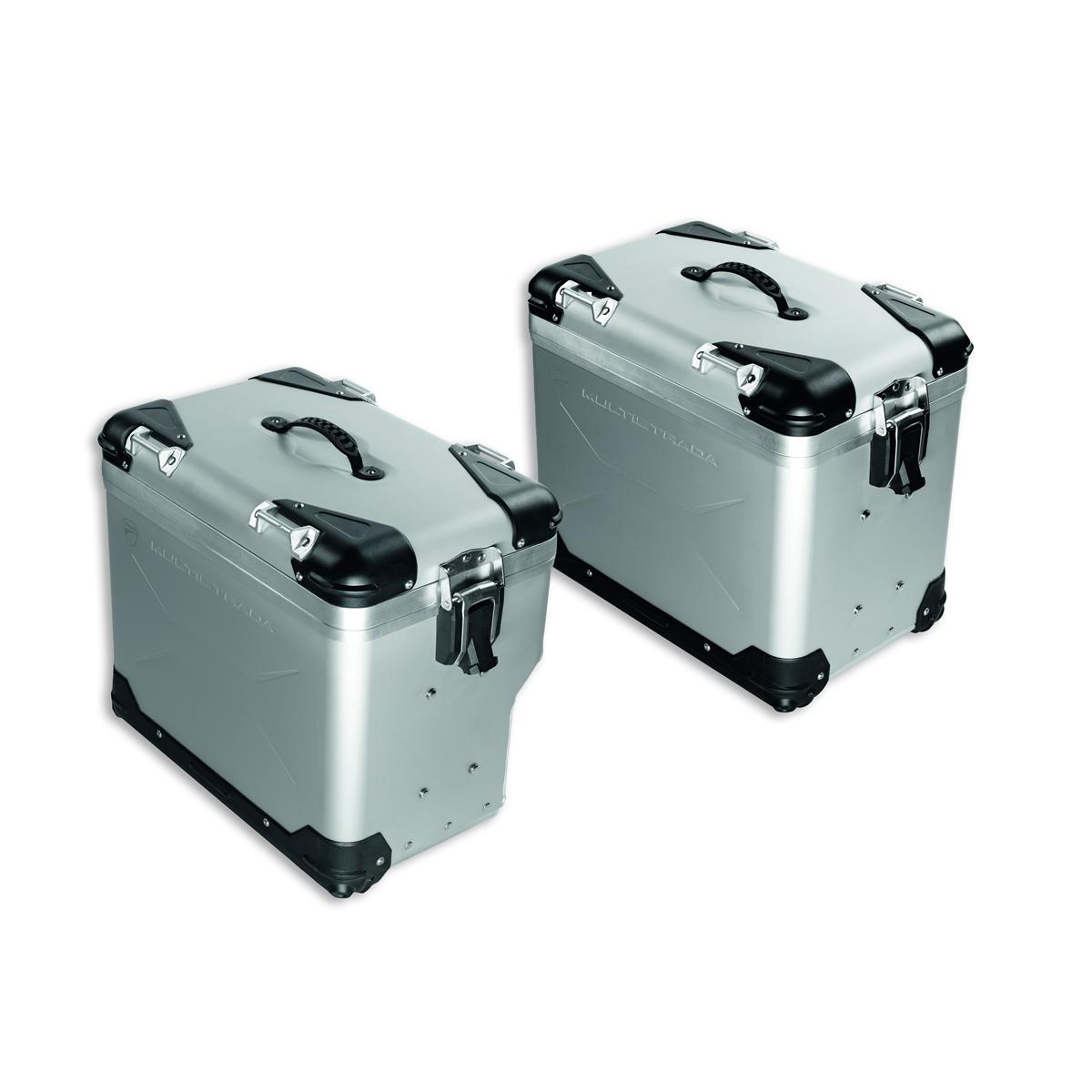 Aluminium side panniers.