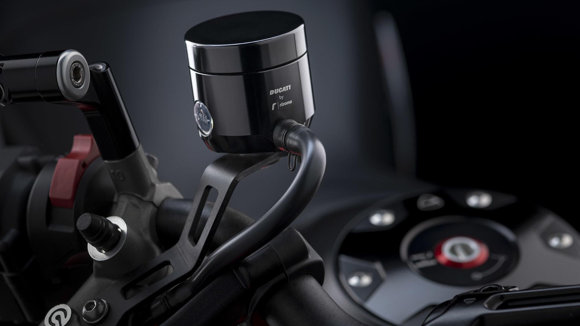 Brake fluid reservoir.