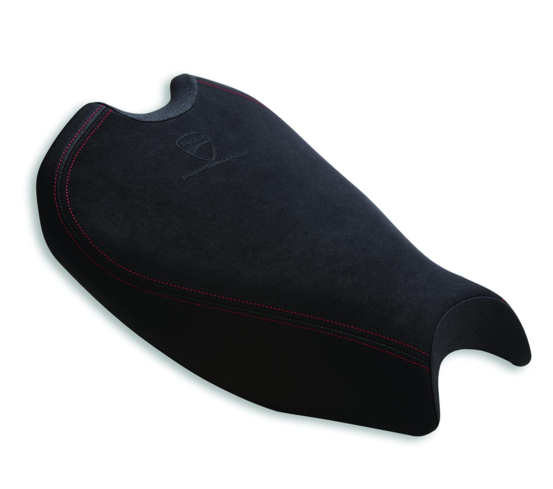 Racing seat in technical fabric.
