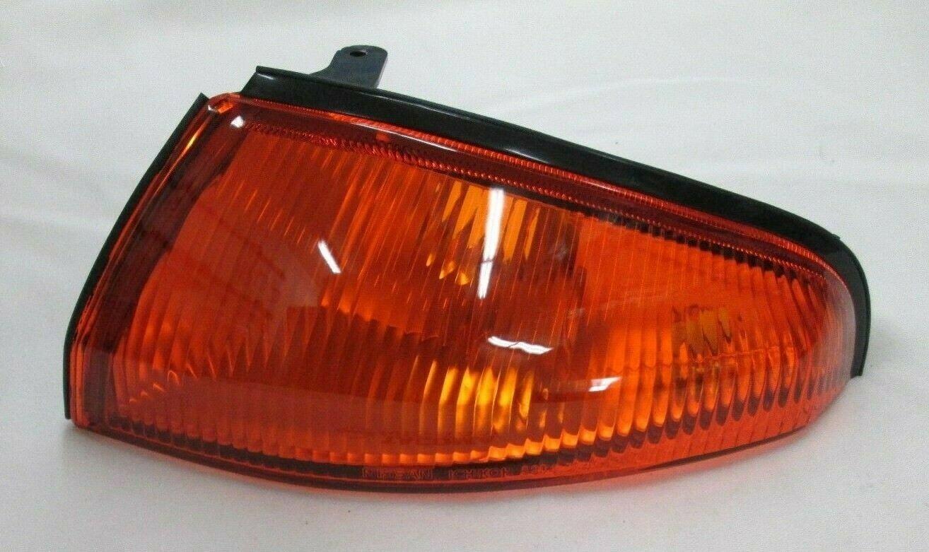 GENUINE NISSAN SKYLINE R32 GTR FRONT LEFT(PASSENGER) TURN SIGNAL LAMP 26129-05U00 Free shipping