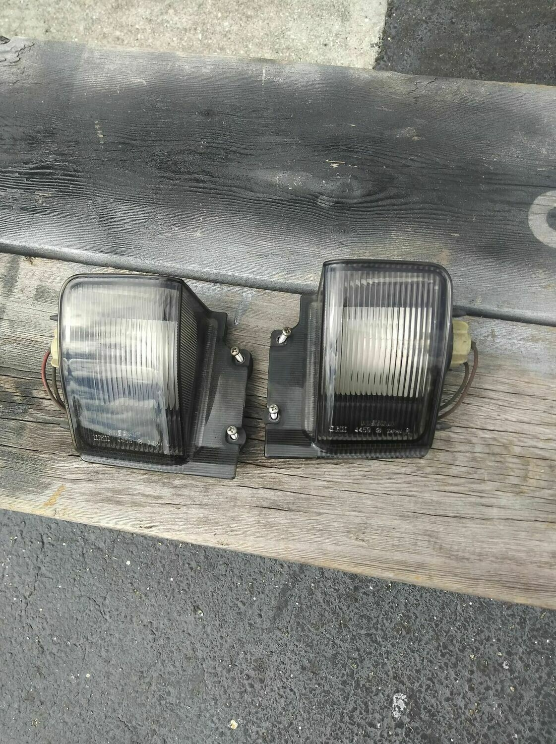 R32 reverse light assy pair