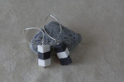 Наборные ассиметричные серьги из треугольников. Белый и черный фарфор. Длиная швенза.  Asymmetrical earrings with patterns of small triangles. White and black porcelain. Long fixture.