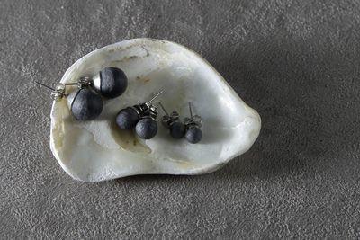 Пусеты из черного фарфора, шарики (5мм, 7мм, 10мм). Black porcelain stud earrings, balls (5mm, 7mm, 10mm).