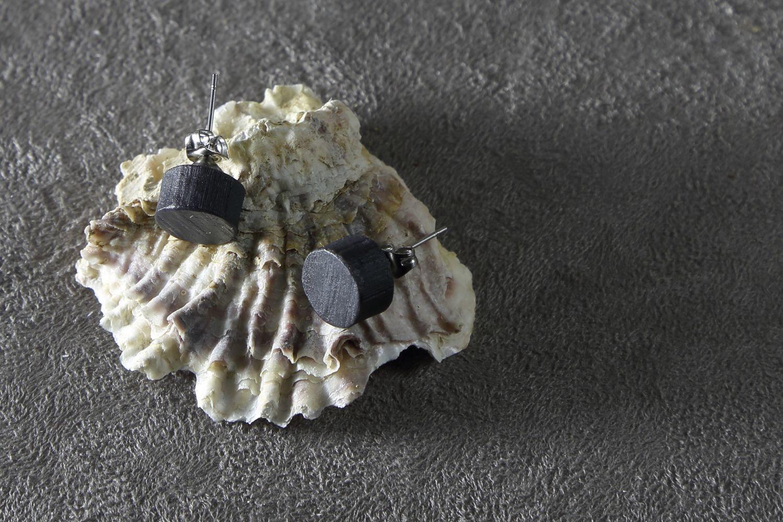 Пусеты из черного фарфора, круги. Black porcelain stud earrings, circles.