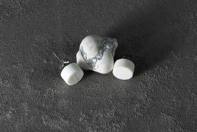 Пусеты из белого фарфора, круги. White porcelain stud earrings, circles.