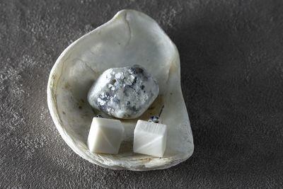 Пусеты из белого фарфора, квадраты. White porcelain stud earrings, squares.
