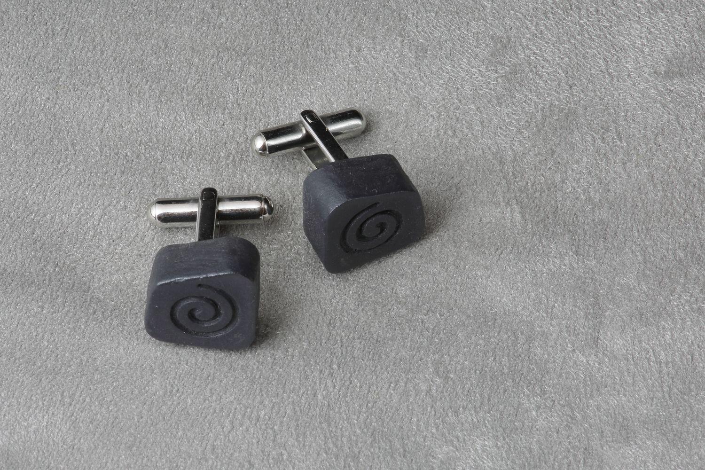 Запонки из черного фарфора. Black porcelain cufflinks.