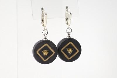 Круглые серьги из черного фарфора с натуральными камнями треугольной формы. Black porcelain earrings, circle  with a natural stone.
