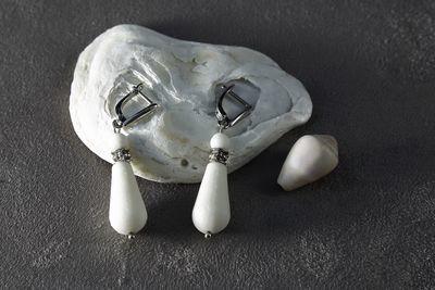 Серьги капельки из белого фарфора. Английская швенза. White porcelain drop earrings. English fixture (ear wire).