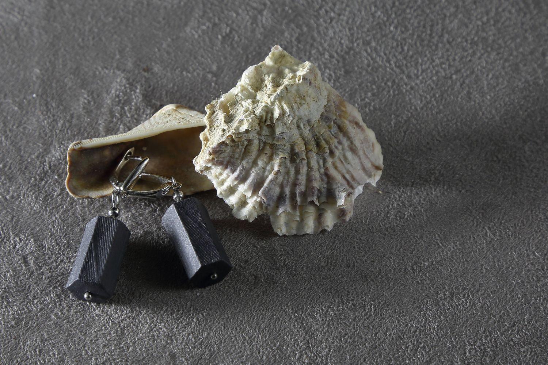 Серьги из черного фарфора, шестиугольная призма. Английская швенза. Black porcelain earrings, hexagonal prism. English fixture (ear wire).