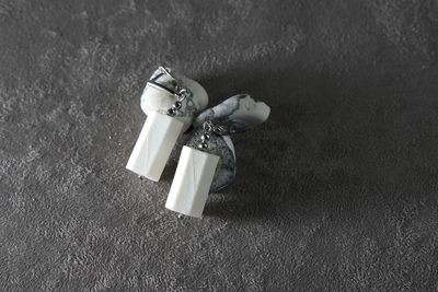 Серьги из белого фарфора, шестиугольная призма. Английская швенза. White porcelain earrings, hexagonal prism. English fixture (ear wire).