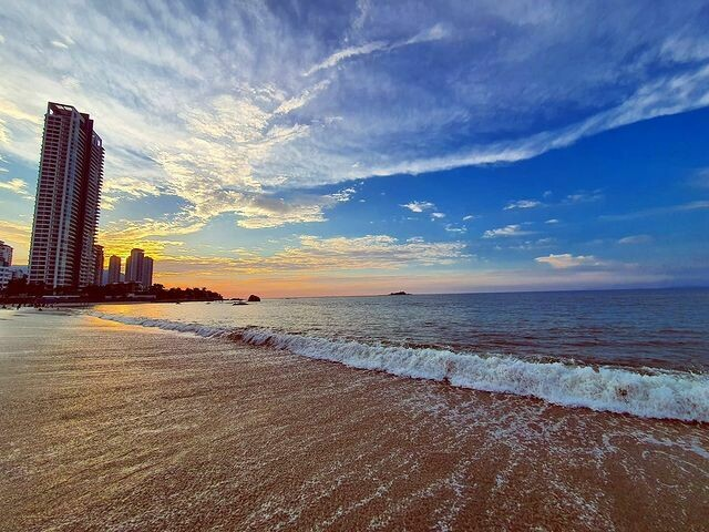 2D1N Hompton by The Beach @ Premium Suite