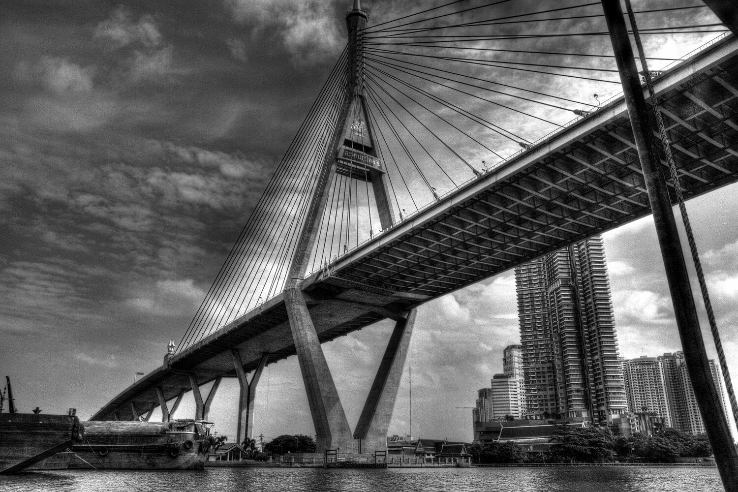 BRIDGE (BANGKOK CHAO PHRAYA RIVER) 02