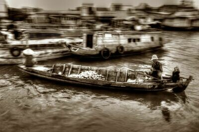 FLOATING MARKET MEKONG DELTA (VIETNAM) 01