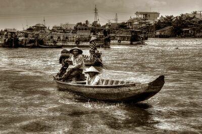 FLOATING MARKET MEKONG DELTA (VIETNAM) 02