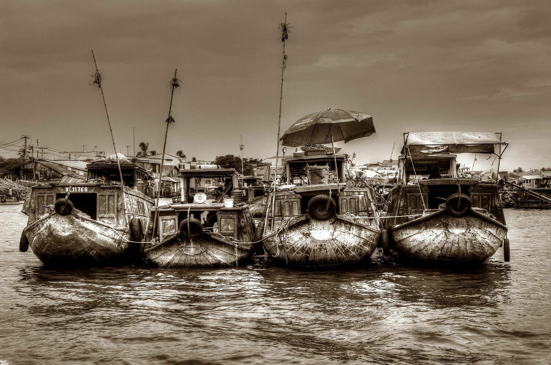 FLOATING MARKET MEKONG DELTA (VIETNAM) 04
