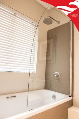 Bath screen 950 x 1400