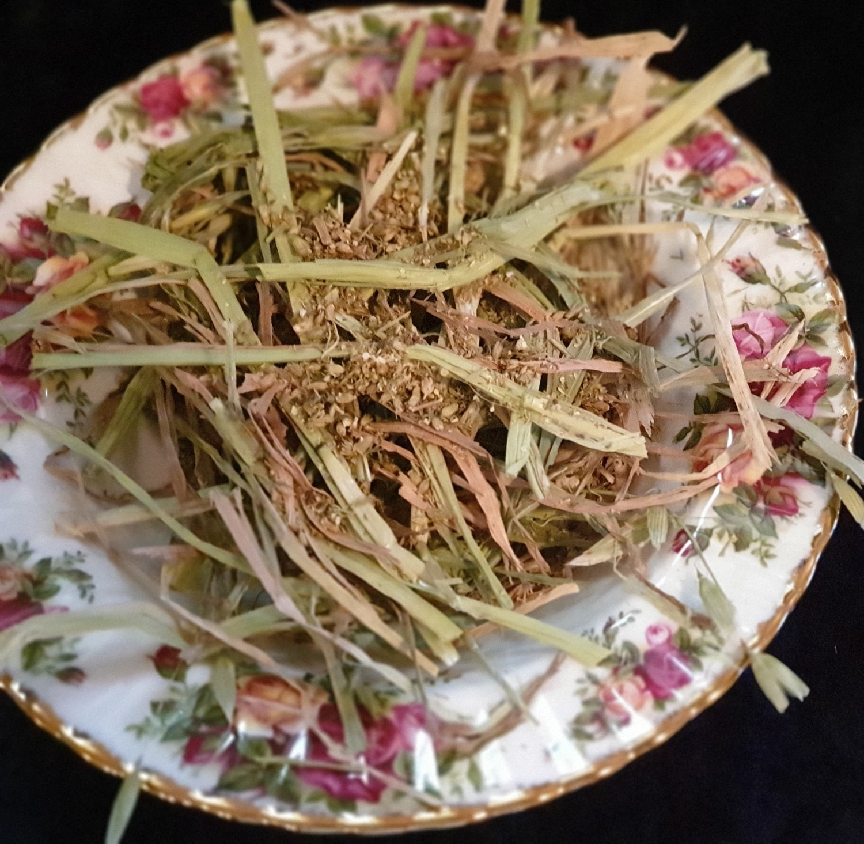 Show grade oaten hay chaff with organic yarrow