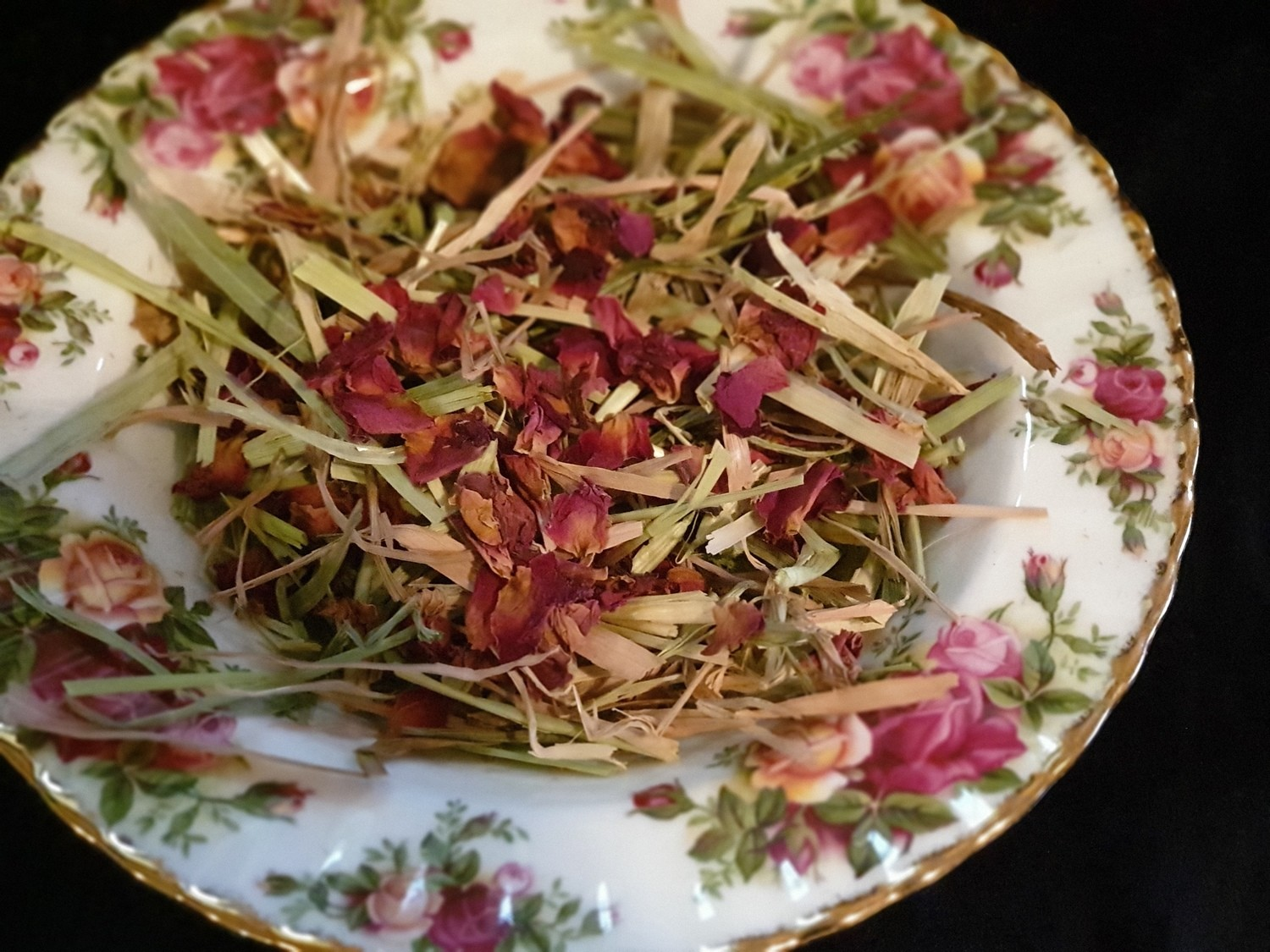 Show grade oaten hay chaff with organic pink rose petals