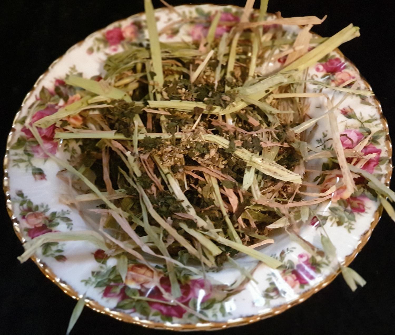 Show grade oaten hay chaff with organic Kale, Parsley & Coriander