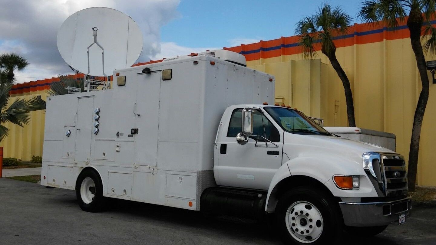 C BAND 2.4 METER ANTENNA HD SATELLITE TRUCK