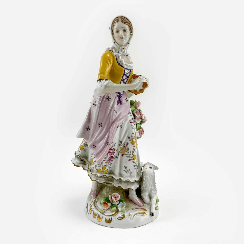 """Фарфоровая статуэтка """"Девушка с овечкой"""", Sitzendorf"""