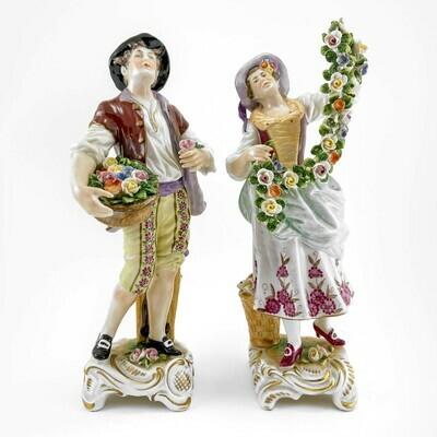 Пара фарфоровых статуэток