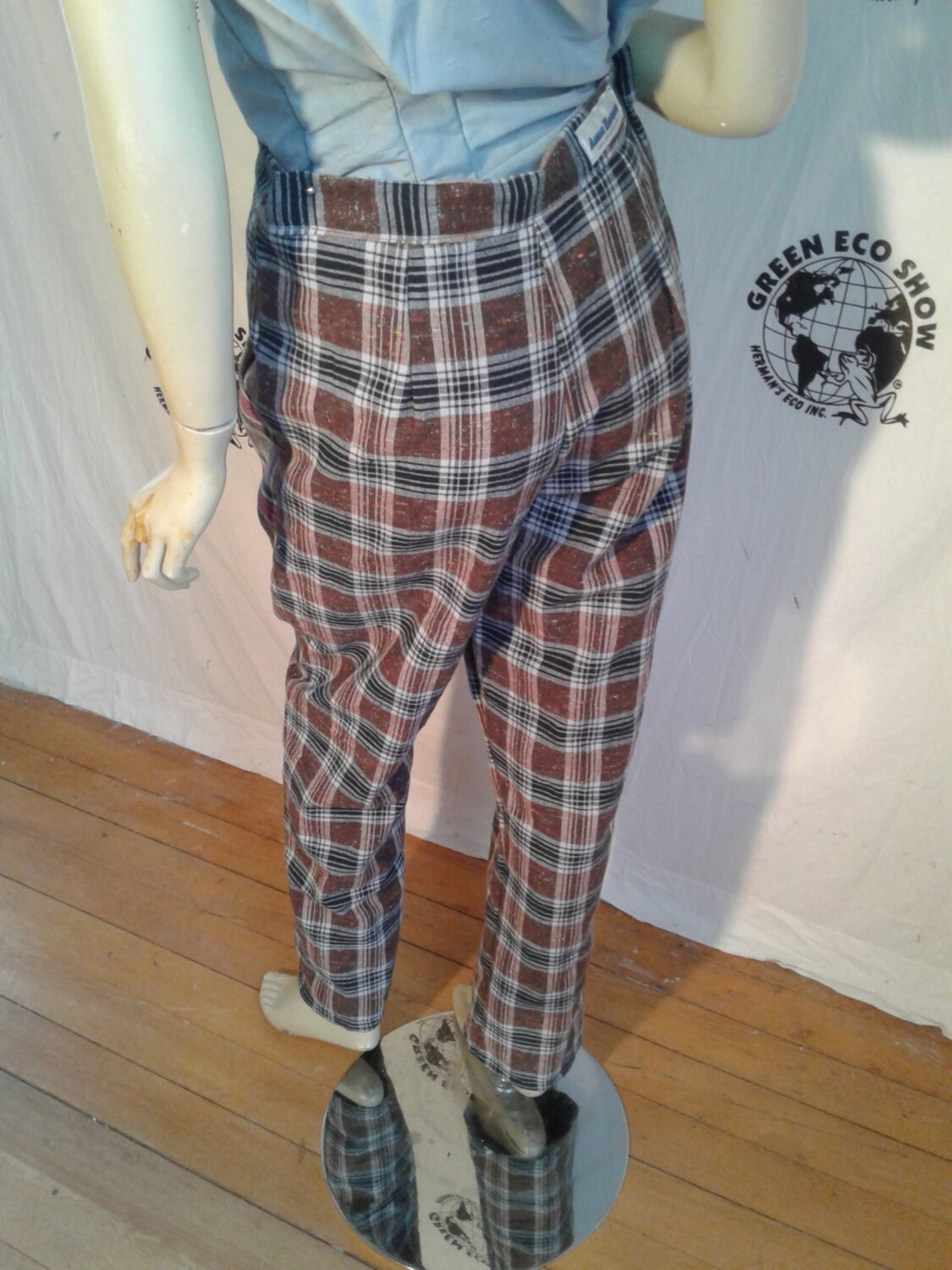 Womens plaid high waisted pant L 32 Hermans