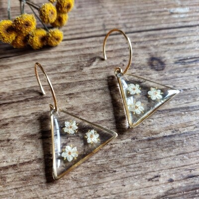 ELDERFLOWER: oorbellen goud driehoek