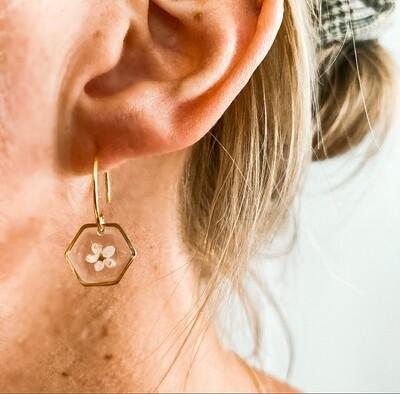 ELDERFLOWER: oorbellen goud hex klein kort