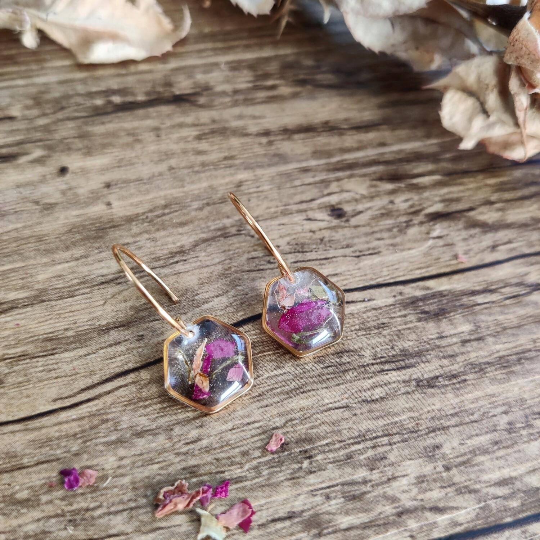 Pressed roses: oorbellen hex goud klein kort