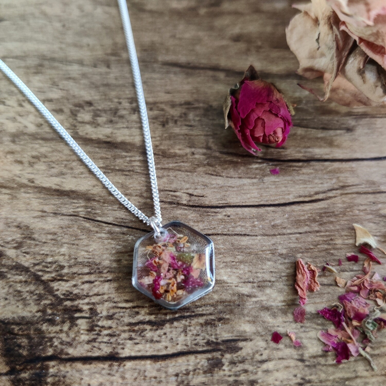Pressed roses: ketting zilver hex