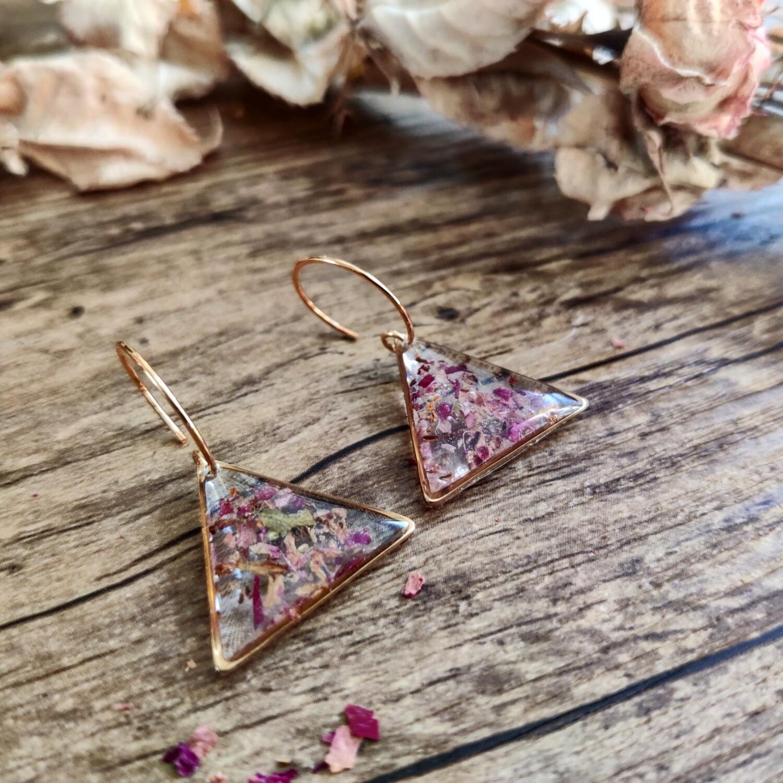 Pressed roses: oorbellen goud driehoek