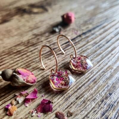 Pressed roses: oorbellen goud hex klein kort