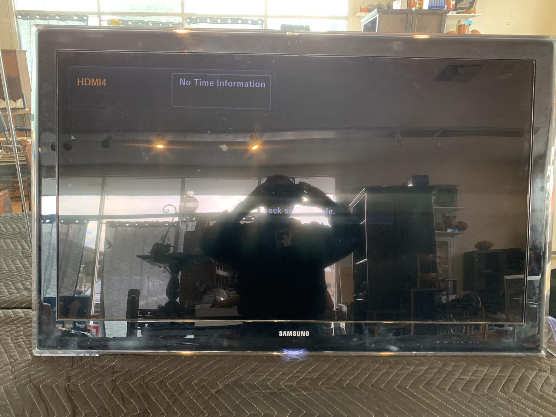 "Samsung 45"" TV"