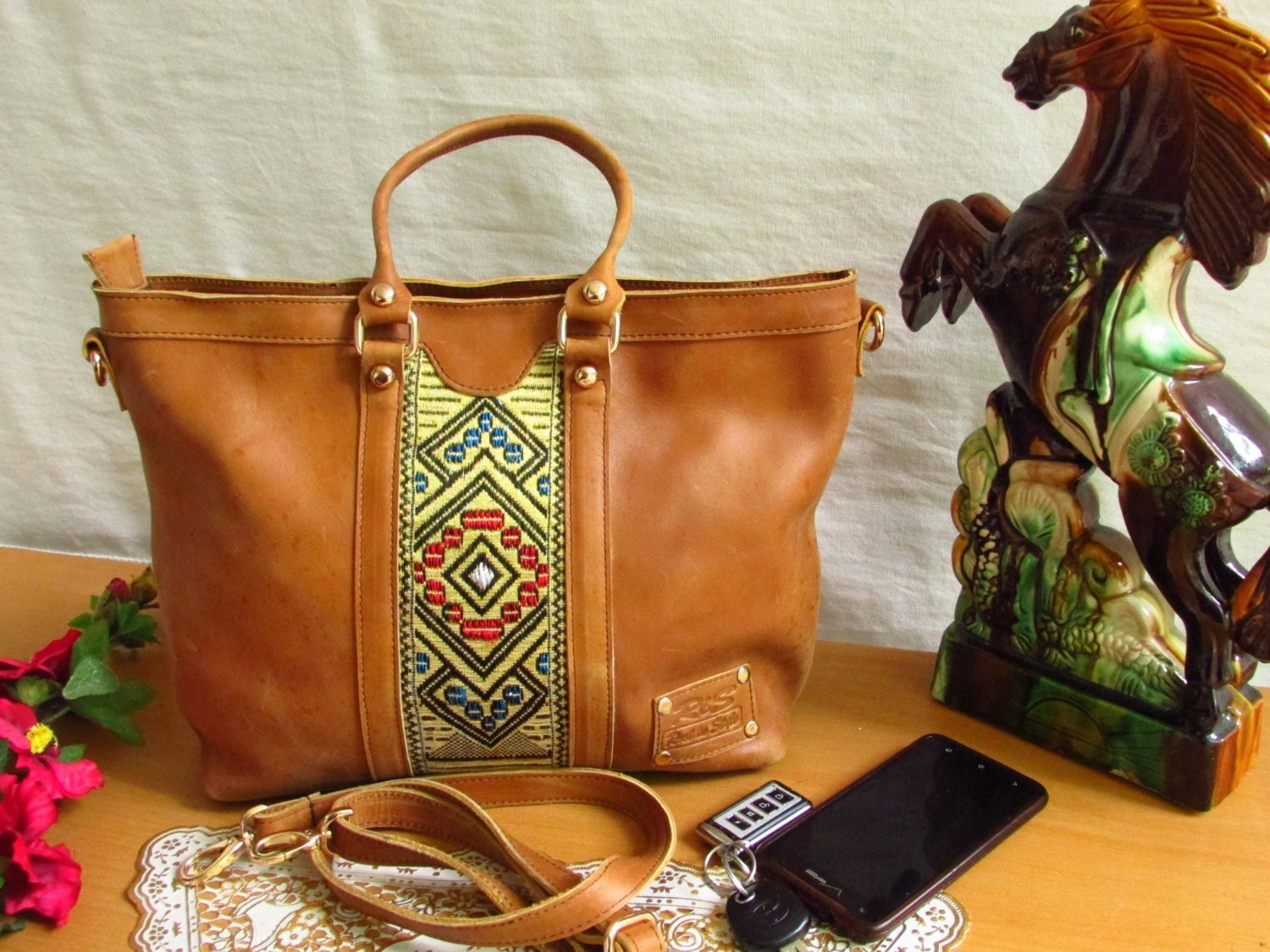 Brown leather tote tilet
