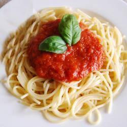 Spaghetti Tomato Sauce (ፓስታ በቲማቲም)