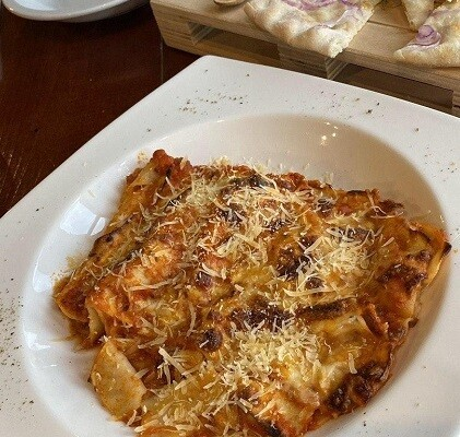 Lasagna with complimentary starter (Bettucci Italian Resturant )