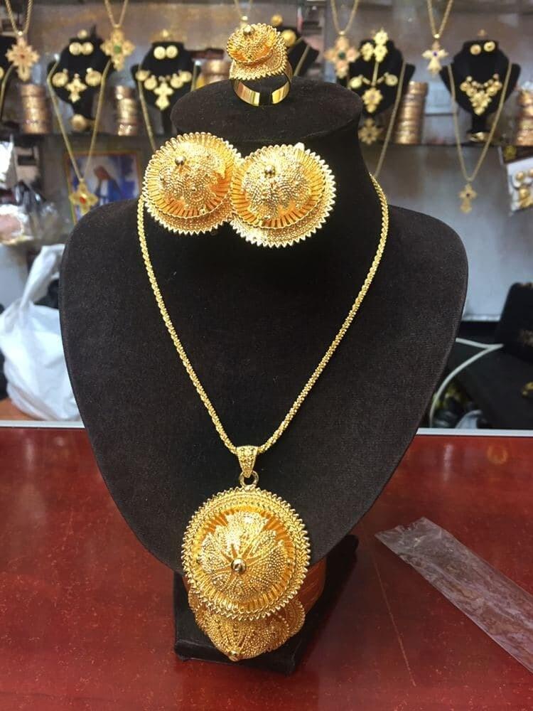 ወርቅ ቅብ የአንገት የጆሮ እና የእጅ ጌጥ Gold Paint Jewerly Set Earing Necklace And Ring